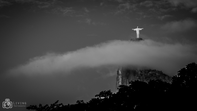 Cristo sobre as nuvens. Canon EOS 6D, EF 70-200mm f/4 USM, em 1/60s, f/20, ISO 100 @ 200mm